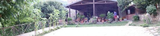 Santa Domenica Vittoria, Italy: cortile