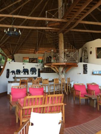Nkhotakota, Malawi: Interior of the main lodge.