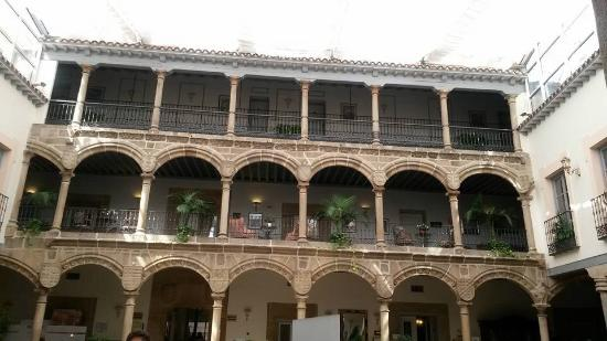 Palacio de Los Velada: Fachada del patio