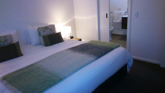Furmston House & Studio B&B: One of the very spacious bedrooms