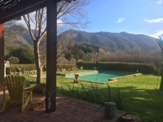 Aasvoelkrans Bed and Breakfast: Majestic mountains