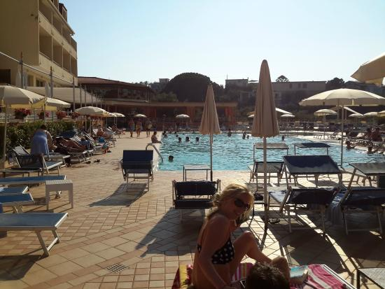 La piscina picture of grand hotel vesuvio sorrento for Conca verde piscine