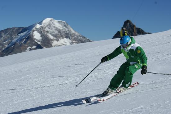 Optimum Snowsports : Enjoying the pistes