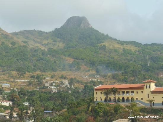 Annobon Island, Guinea Xích Đạo: le volcan La ville