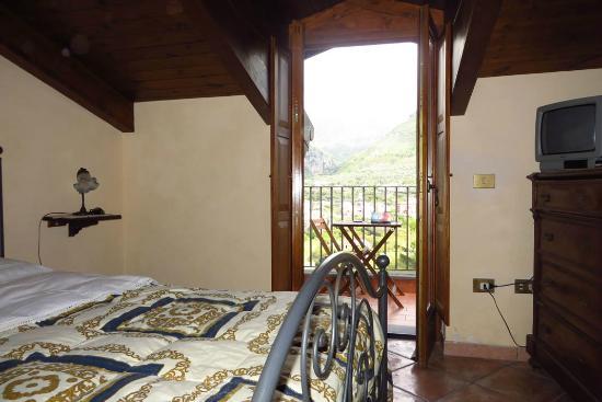 Agriturismo L'Olivara : Notre chambre, au deuxième étage