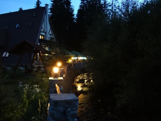 Arieseni, Ρουμανία: Casa Motului - night view