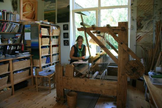 Saldus, ลัตเวีย: Baiba Ritere in her loom
