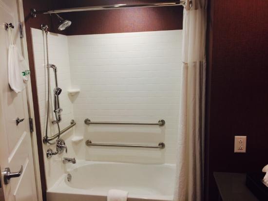wyndham garden charleston mount pleasant bathroom and bedroom shots - Wyndham Garden Charleston Mount Pleasant