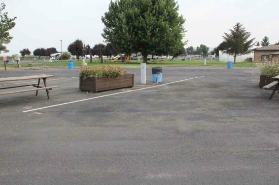 Yakama Nation Resort RV Park: Some sites are entirely asphalt