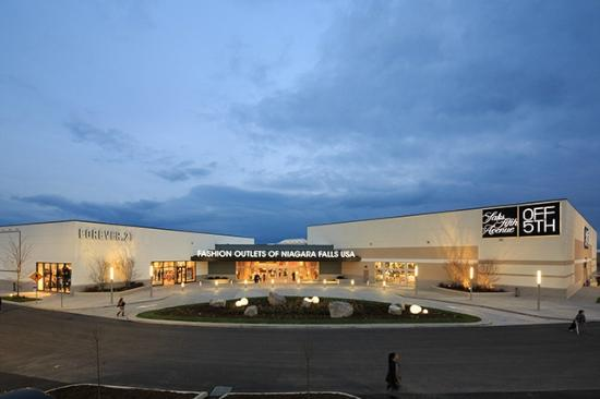 Fashion Outlets of Niagara Falls, USA