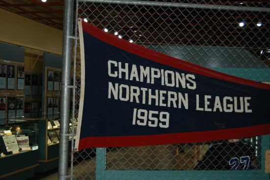 Morden, Kanada: Past Pennant Same As Presented In Recent Era