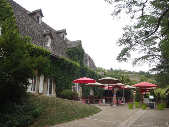 Domaine de Carriere : la terrasse du restaurant