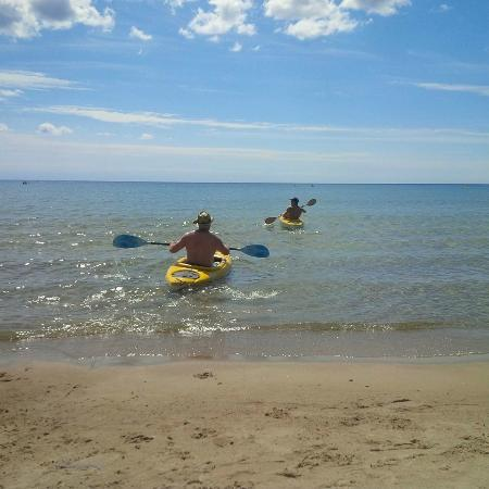 Tiverton, Canada: Kayaking from the beach