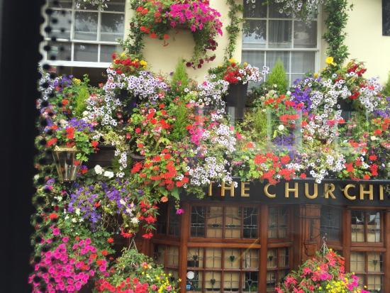 Churchills Pub and Thai cuisine