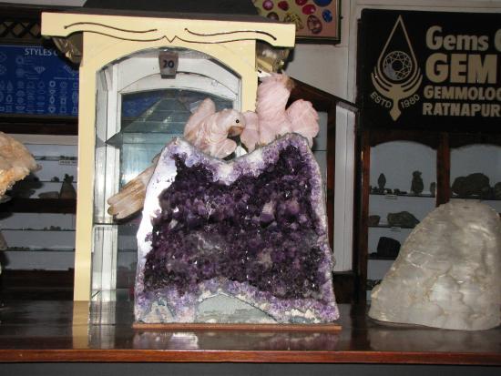 Ratnapura, Sri Lanka: amethyst geode + rose quartz carving