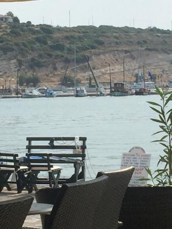 Hotel Polyxeni: deniz kenarında kahvaltı..