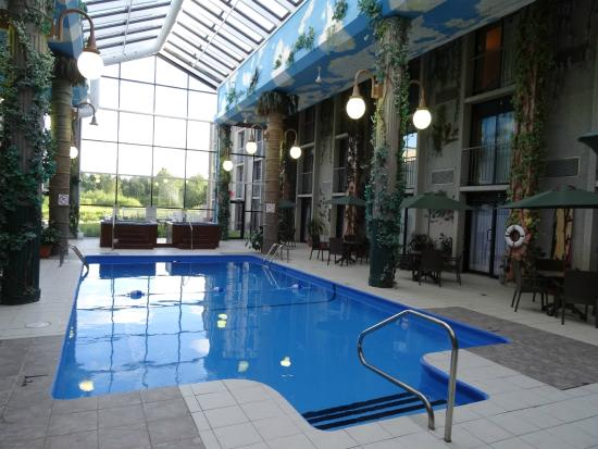 Piscine photo de hotel la sagueneenne chicoutimi for Hotel saint nectaire piscine