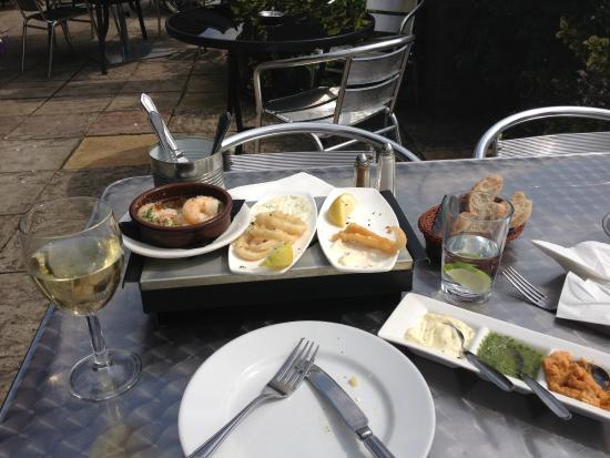 Murillos Spanish Restaurant: Three Tapas heaven & bread with dips