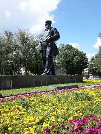 Monument to Lev Tolstoi