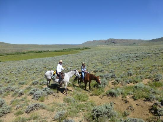 Laramie River Dude Ranch: Laramie River Ranch on a trail ride