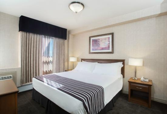 Sandman Hotel Calgary Airport: Executive King Suite