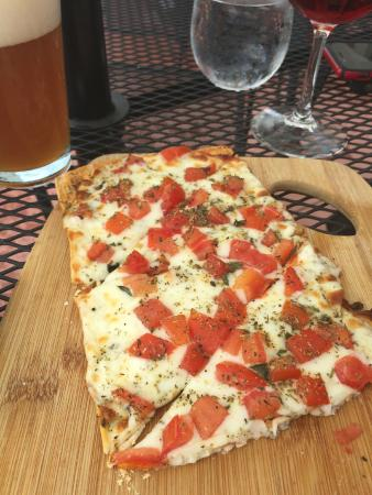 Barrique Wine and Brew Bar: Margarita Flatbread - really good