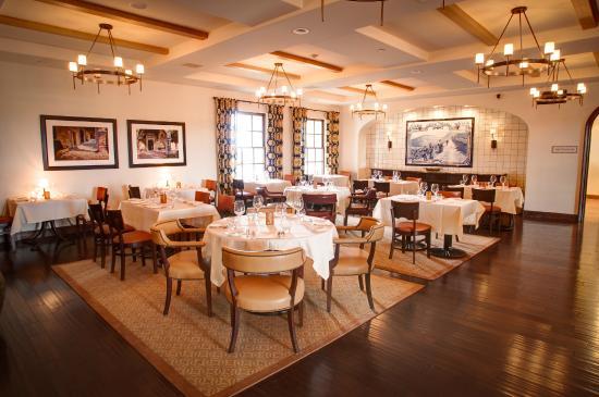 Ponte Vineyard Inn Indoor Seating At Bouquet Restaurant
