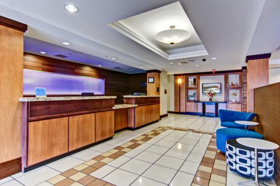 Fairfield Inn & Suites State College : Front Desk