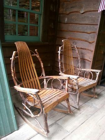 Asheville Cabin Rentals: porch chairs