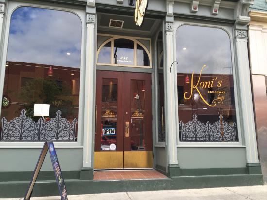 Koni S Broadway Cafe Troy Ny