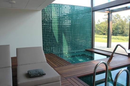Spa jacuzzi e piscina interior picture of torre de - Jacuzzi para interior ...