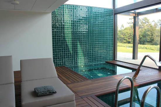 Spa jacuzzi e piscina interior picture of torre de for Jacuzzi para interior