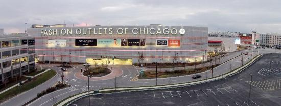 Located under an hour's drive from Chicago, Chicago Premium Outlets hosts an impressive different outlet stores. While there is a large selection of premium brand stores like Michael Kors.