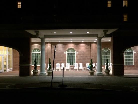 Staunton, VA: Front and side of hotel at night