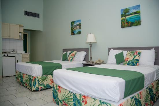Carl's Unique Inn: Deluxe Room - 2 Full Beds