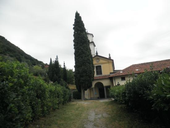 Lenno, Itálie: Abbazia, vista dal piazzale