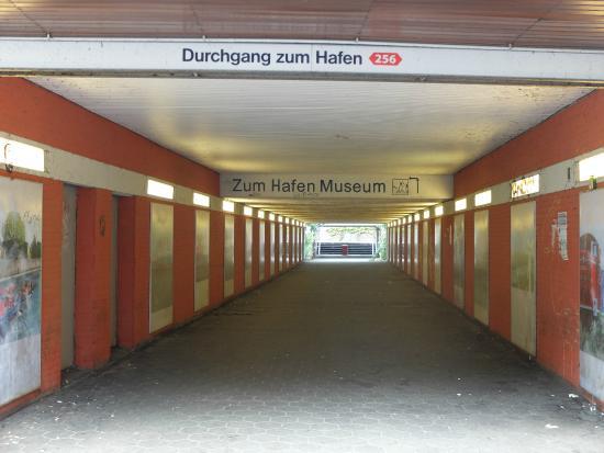 Hafenmuseum Hamburg: Unterführung Veddel Zugang 1