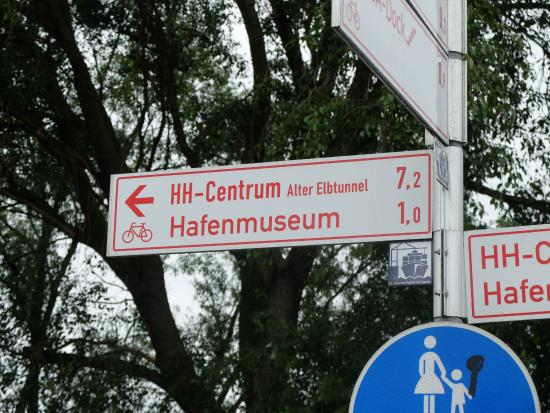 Hafenmuseum Hamburg: Fahrradwegweiser Zugang 5