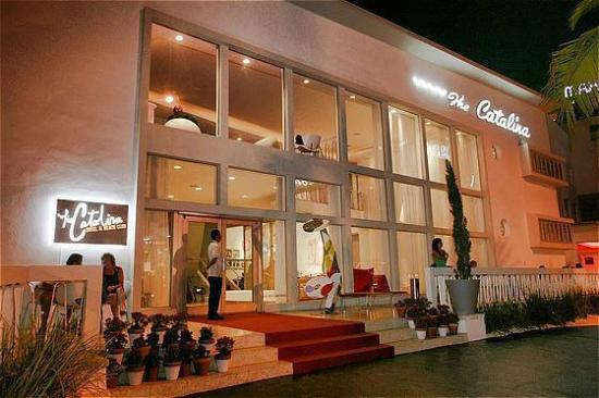 Catalina Hotel & Beach Club : Night Exterior
