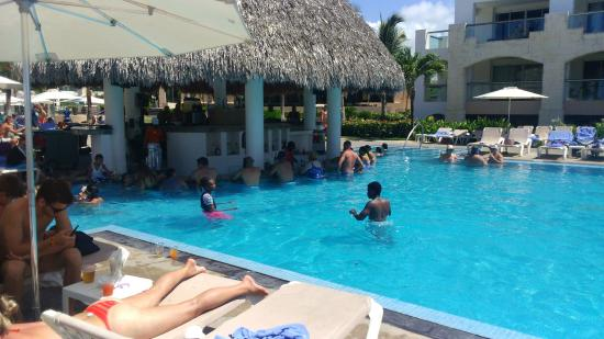 hard rock hotel casino punta cana piscina atencion bar tender jose - Punta Cana Resorts Hard Rock Hotel