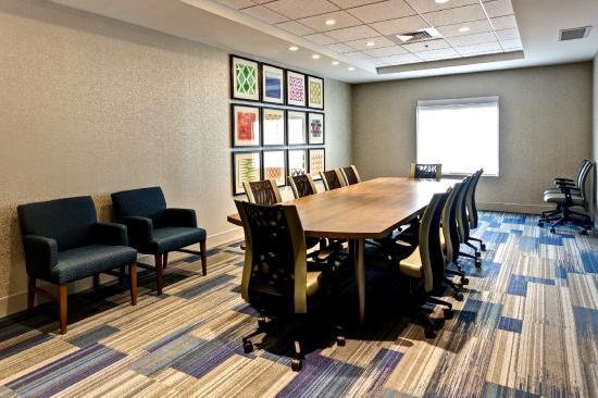 Holiday Inn Express & Suites Manhattan: Board Room