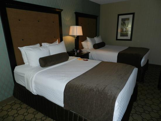 Wyndham Oklahoma City: Two queen beds in our room.