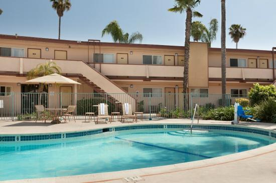 Super 8 Oceanside Marty's Valley Inn : Pool