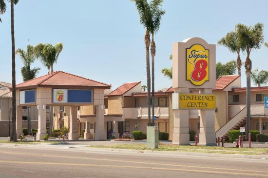 Super 8 Oceanside Marty's Valley Inn : Front
