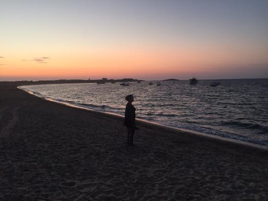 Sa Rocca Tunda, Italy: Zonsondergang op het naastgelegen strand