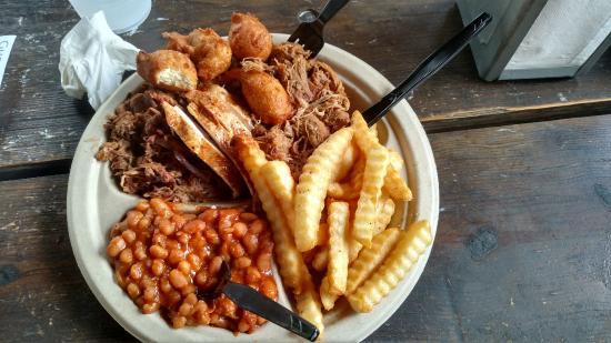 Okie Dokies Smokehouse : The 3 Meat Sampler Plate