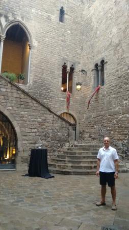 Sopar amb espectacle medieval al Palau Requesens