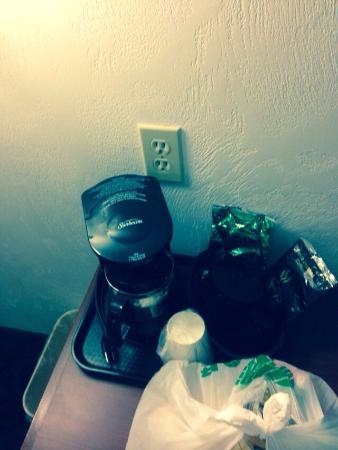 Super 8 Kelso Longview Area: Coffee who wants coffee!