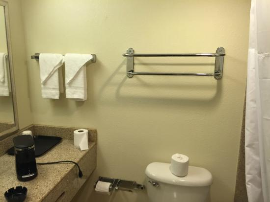 Quality Inn & Suites: no towels when we arrived