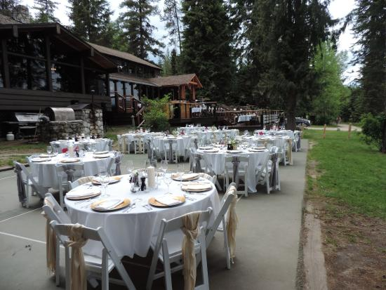 ‪‪Priest Lake‬, ‪Idaho‬: Outdoor wedding dinner party‬